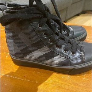 Burberry/Boys/Size 13/High Top/Black Sneakers